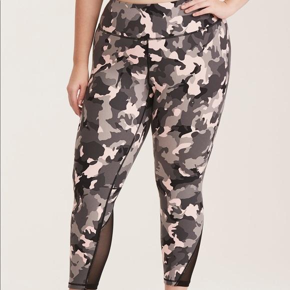 71e261b444d NWT Torrid Active Camo print Cropped leggings